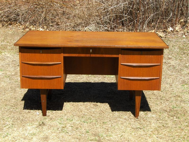 Teak desk for any business man