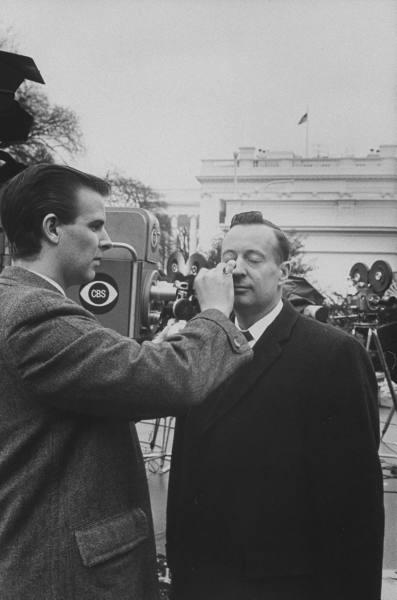 CBS White House correspondent Robert Pierpoint - 1965