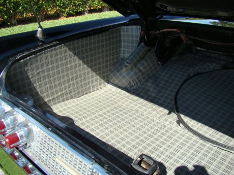 I love the plaid lining in the trunk