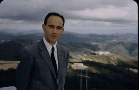 Dr. Humberto, Fernandez Moran-Young