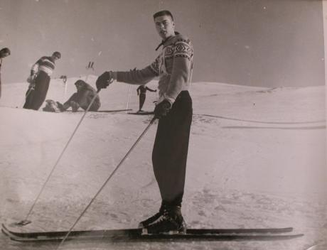 skiTurner_ArcticValley_1951_gi-slalom