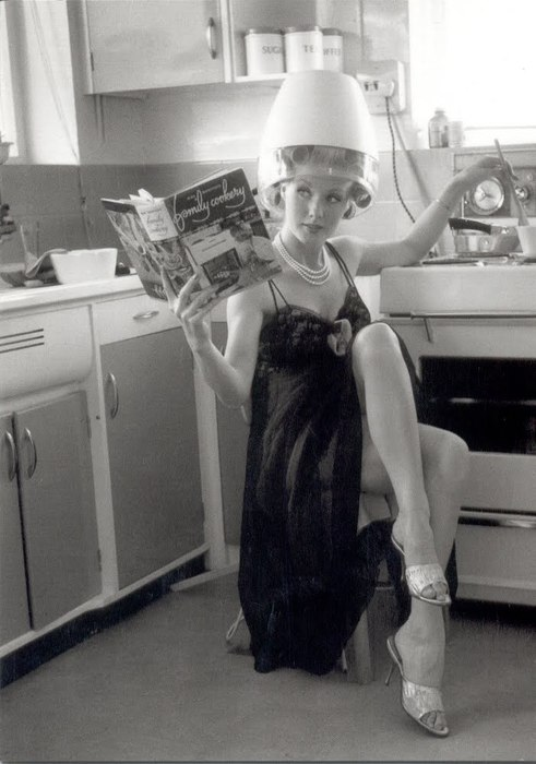 The 1950 s housewife the invisible agent for Classic 50s housewife